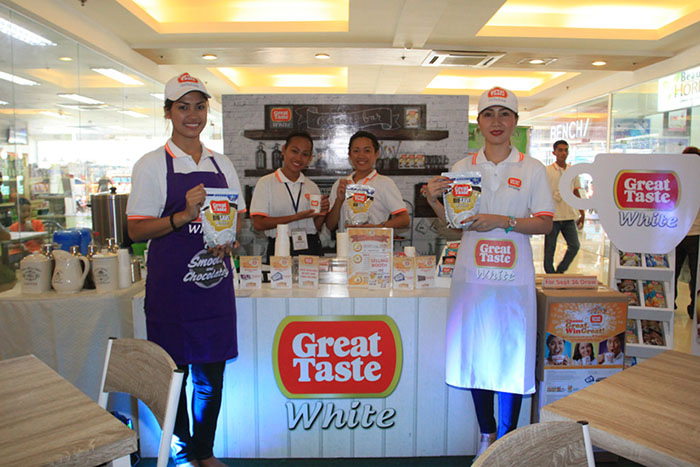Taken during the third regional draw in Visayas,mall goers at Shops at Amigo, Iloilo City experience an afternoon of fun games, goodie bags, coffee and photo booths, and special performances from guest celebrities.