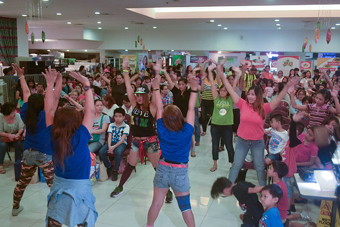 Zumba lessons from King Sue dancers
