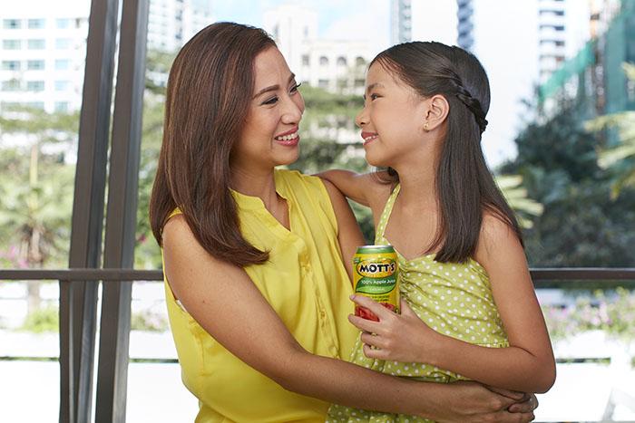 Mott's 100% Original Apple Juice in Can with Brand Ambasador mommy blogger Janice Villanueva and daughter