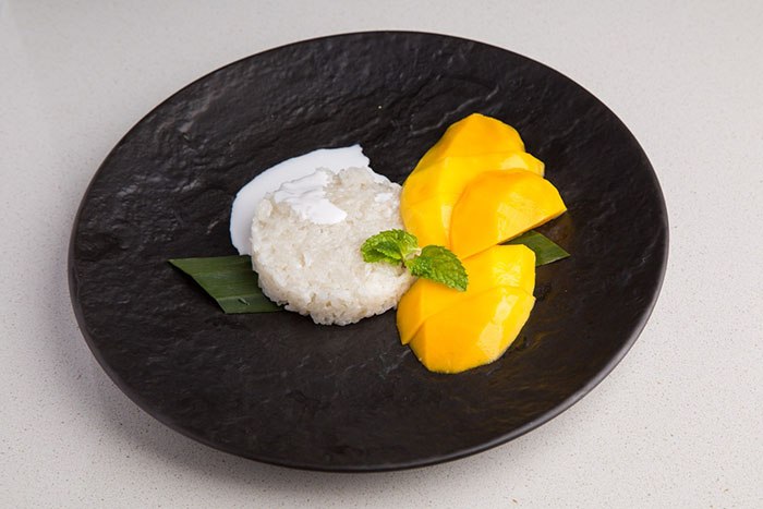 coconut-sticky-rice-with-mango-kao-naew-mamuang