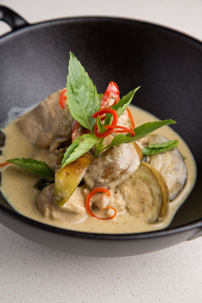 green-curry-with-chicken-kaeng-kew-wan-gai