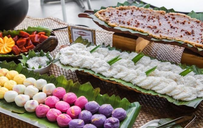The Buffet Offers A Rotating Lineup Of Favorite Filipino Delicacies Like Bibingka Puto Kalamay Sapin Suman Tsokolate Eh Maja Blanca Pancit