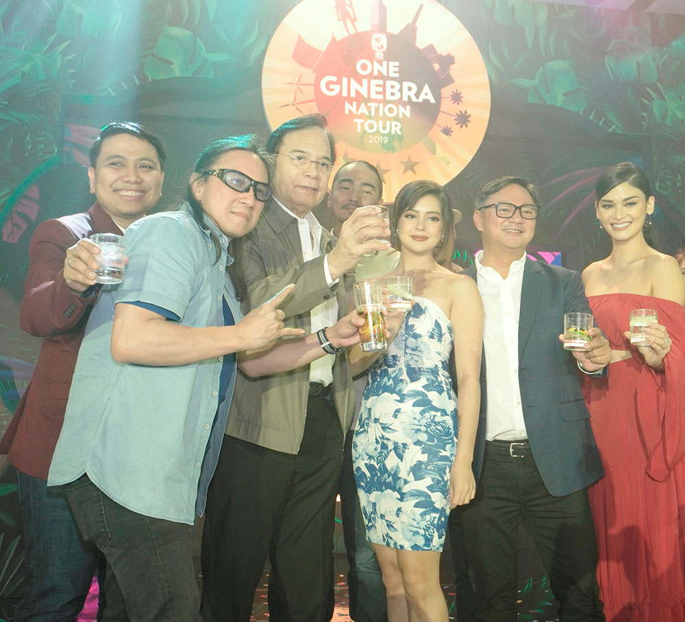 Left to right Tooper Tupaz_Chef Laudico_ Robert Jaworski_ Sue Ramirez_Mr. RonMolina_ Brand manager for GSM_Pia Wurtzbach