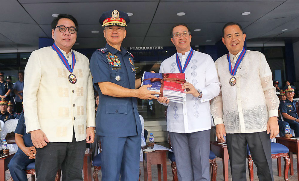 PNP Chief General Oscar Albayalde receives a set of Philippine flags from AFI president Ruel Maranan during the ceremonial turn-over. Joining them are BAVI president and general manager Ronald Mascariñas (left), and NHCP Chairman Dr. Rene Escalante.