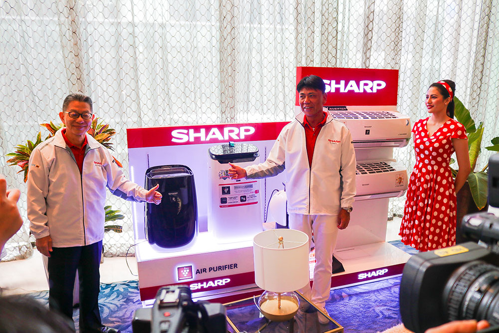 Mr. Yoshihiro Hashimoto together with mr. Kazuo Kito presenting the Clean & Comfort Solution products copy