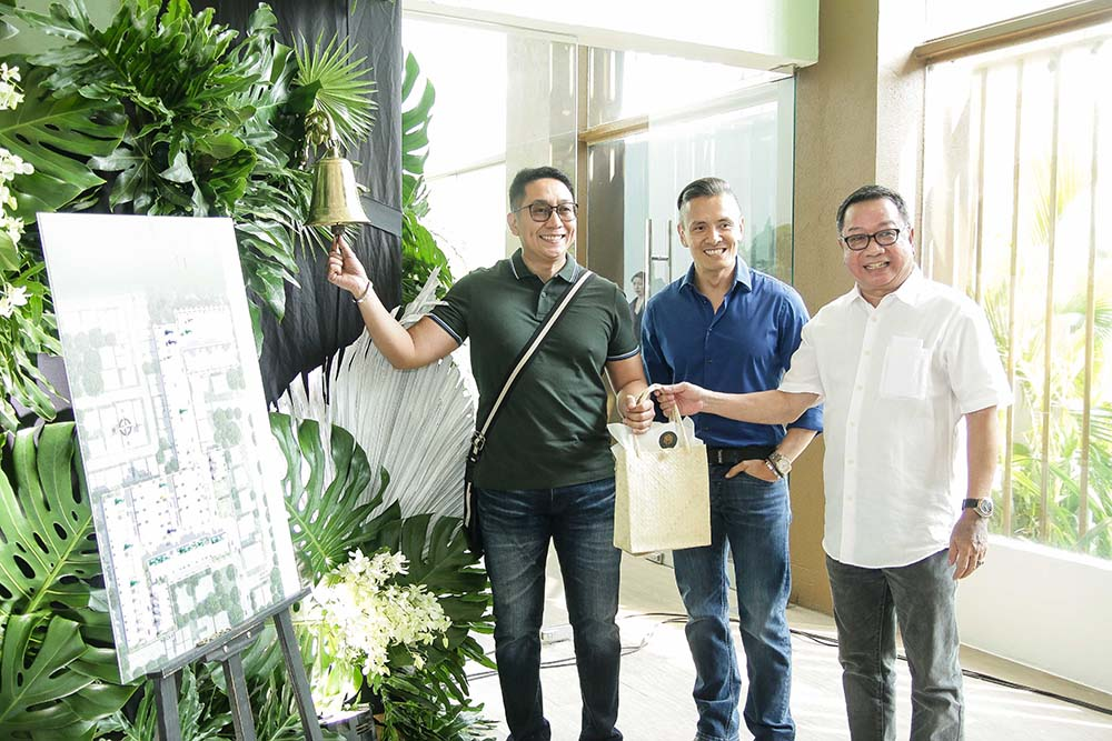 VCDC Founder Victor Consunji with RJ Umali and new home owner