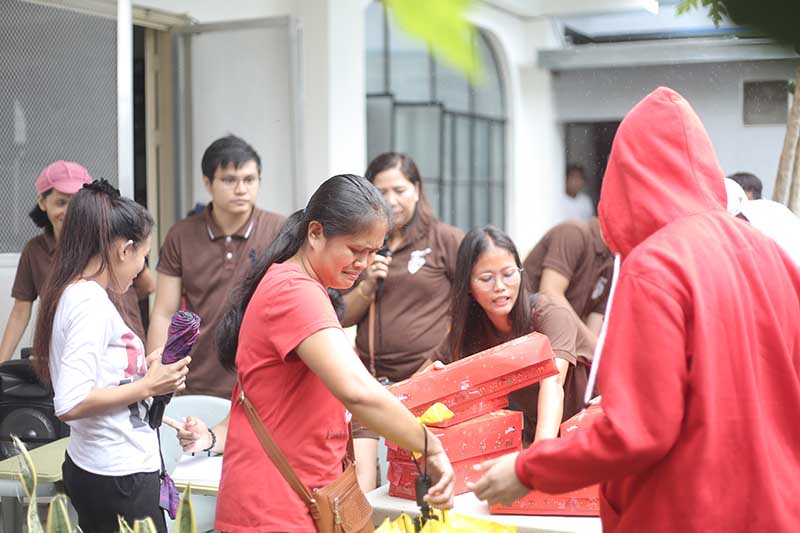 Tanay resident feels emotional upon receiving Red Ribbon's gift.