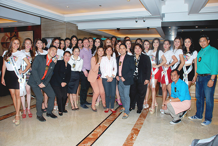 Hotel Jen Manila's colleagues with the 21 Reyna ng Aliwan Pageant finalists.