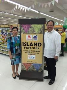 Robina Gokongwei-Pe, Robinsons Supermarket Corporation President & COO and Undersecretary Ponciano Manalo Jr., DTI-Industry Promotion Group