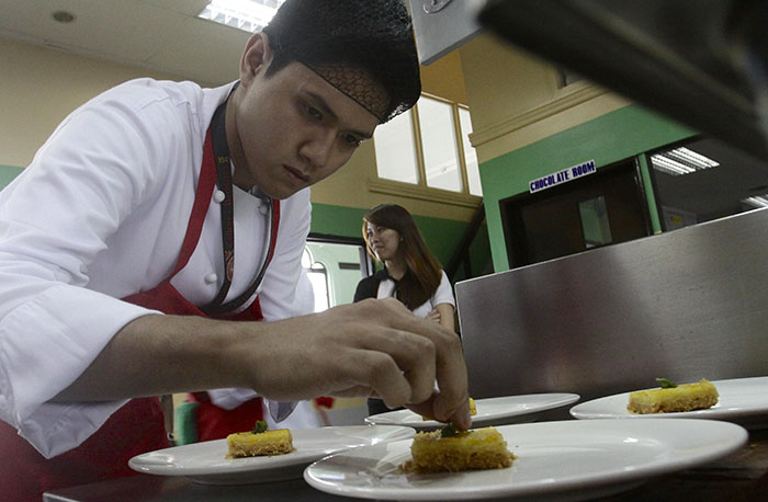 Jolly University Elite students showcasing their culinary    skills during the Jolly University Intra school competition
