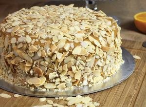 Torta de Yema con Almendras