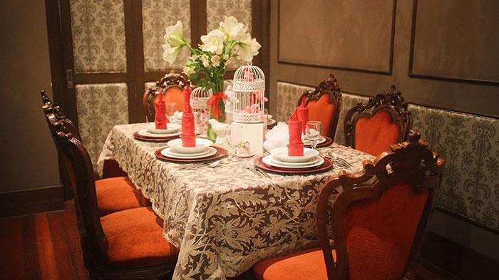 elegant wedding table set-up  (2)
