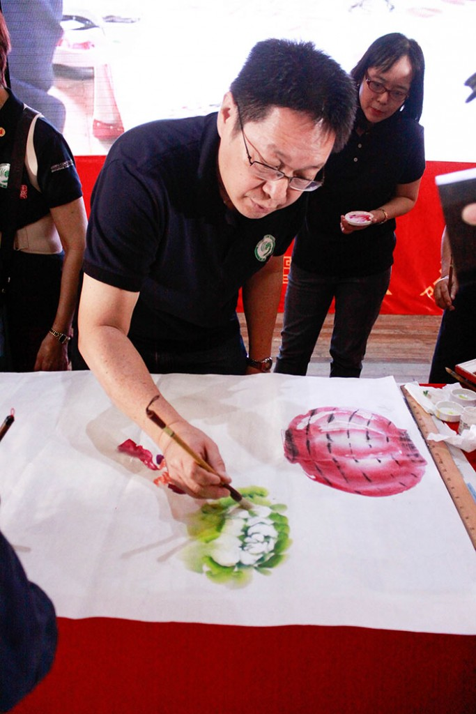 Live Chinese demo painting done by Confucius Institute students of Mr. Caesar Cheng