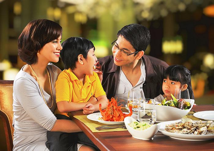 Family Dining at Diamond Hotel