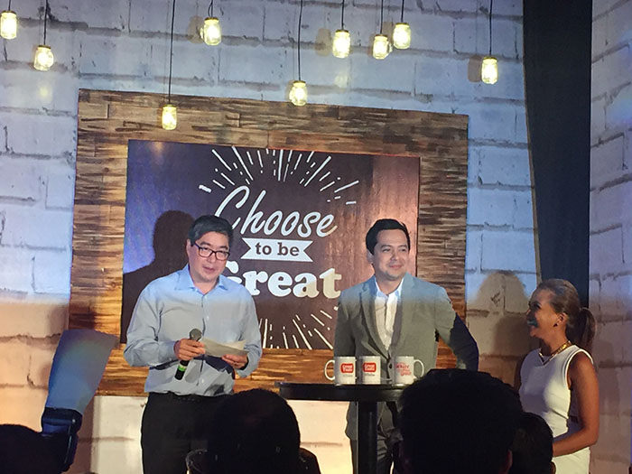 Universal Robina Corporation President and Chief Executive Officer Lance Gokongwei, John Lloyd Cruz, and Gelli Victor