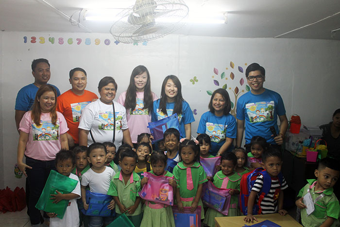 Hotel Jen Manila's Mr. Don Bazar – Director of Human Resources, Ms.Cris del Rosario - Financial Controller , Mr. RB Puno – Human Resources Manager and SLIM Auditors poses with the kids of Maytubig Day Care as they show their new school supplies from Hotel Jen Manila.