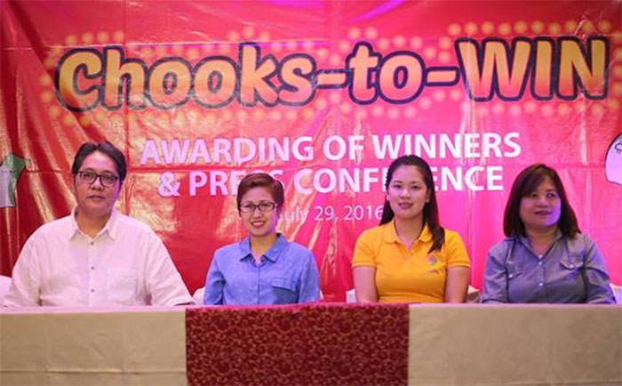 (From left) Bounty Agro Ventures, Inc. president Ronald Mascariñas with Chooks-to-Win P1 million grand prize winner, Janice Bulan; P250,000 second prize winner, Blesilda Ong; and P100,000 third prize winner, Margarita Asayas.