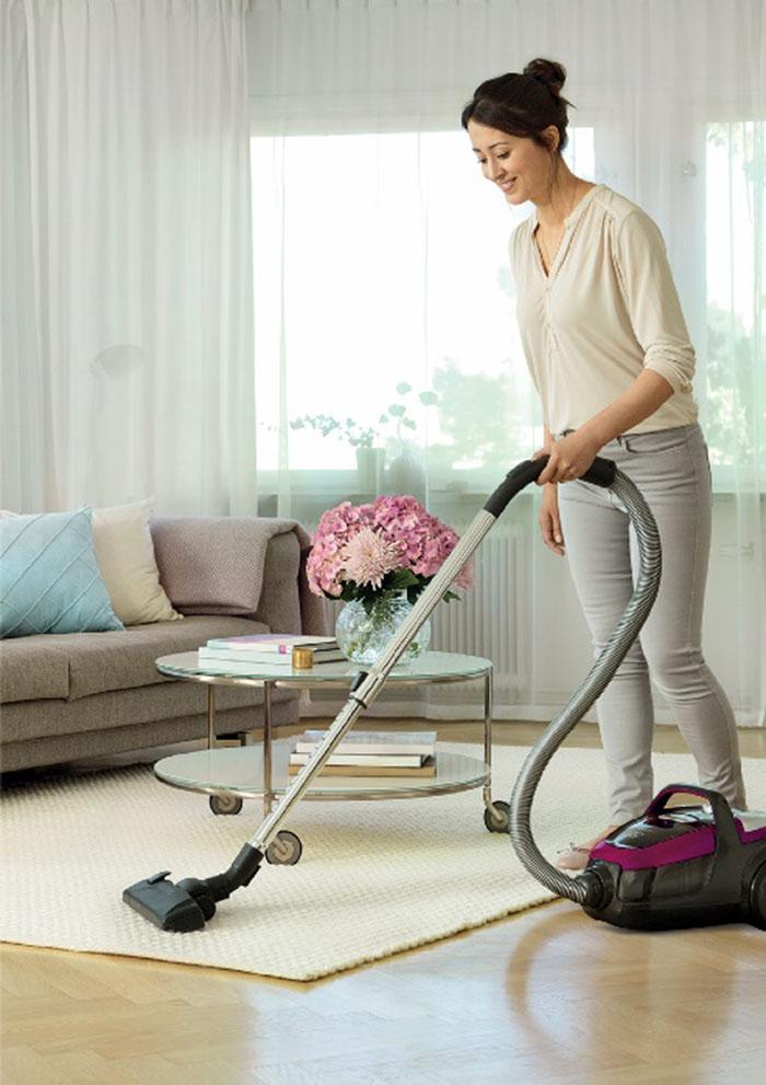 lifestyle-photo-vacuum-cleaner