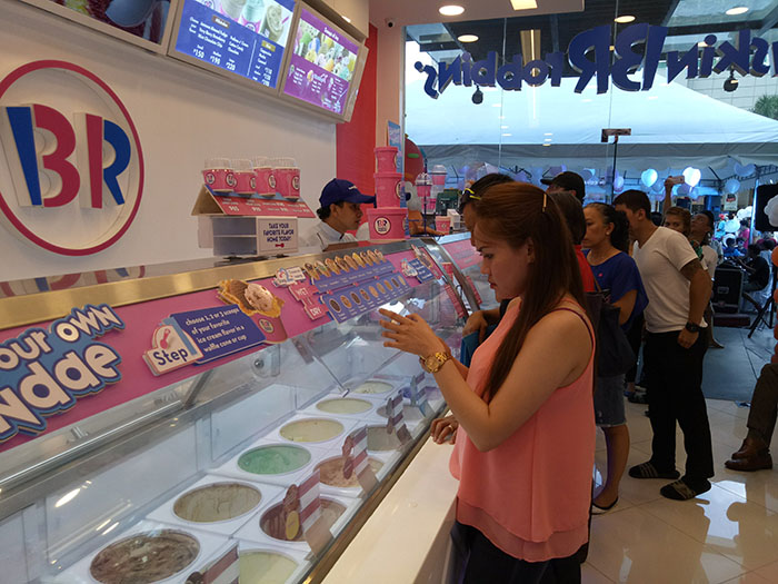 The new Baskin-Robbins store at Bonifacio High Street will feature premium hard scoop ice cream, customized ice cream cakes and a full range of frozen beverages which will now be easily accessible to shoppers and residents within the area.