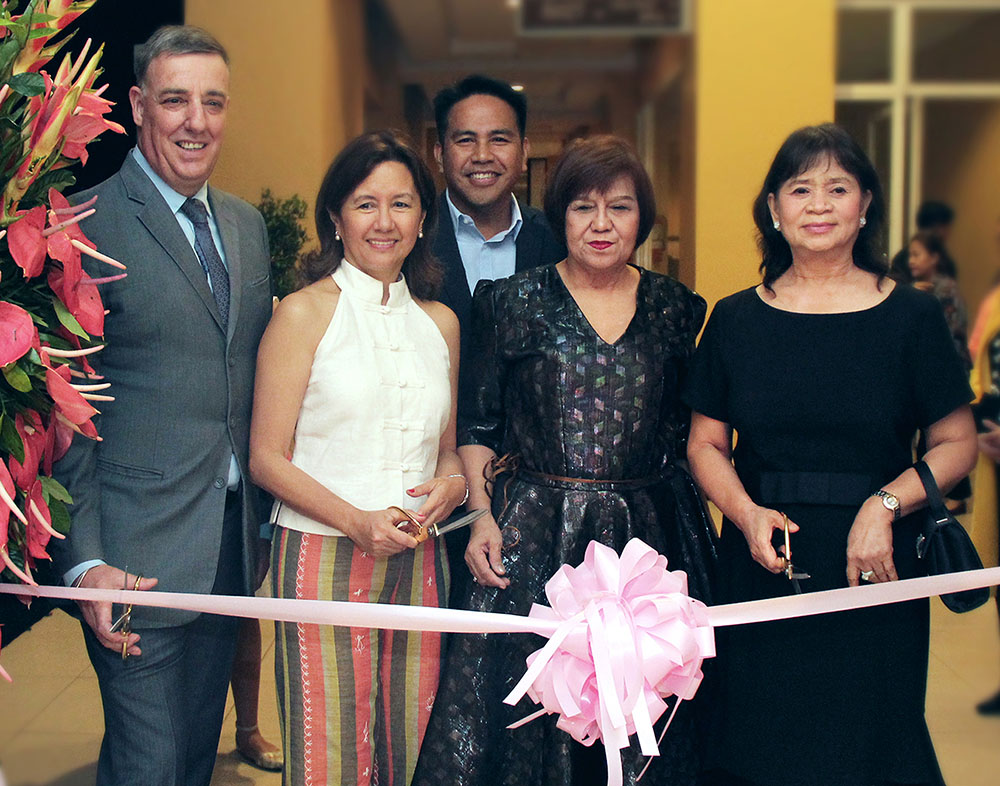 (from left) Taal Vista Hotel, General Manager Richard Gamlin, President of Nurture Wellness Village and art collector, Ms. Cathy Turvill, SMHCC Vice President for Business Development, Mr. Neil Rumbaoa, Sorrell Publishing Co. CEO, Ms. Victoria Mascetta and FC Group of Companies CEO and art collector, Dra. Rebecca Wata