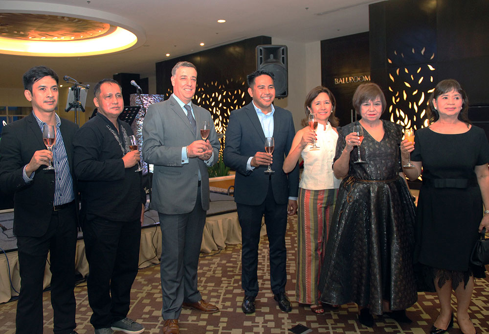 (from left) Taal Vista Hotel Marcom Head and one of the featured artists, Mr. Michael Anthony Sagaran, watercolor artist, Mr. Wilfredo Calderon, Taal Vista Hotel, General Manager Richard Gamlin, SMHCC Vice President for Business Development, Mr. Neil Rumbaoa, President of Nurture Wellness Village and art collector, Ms. Cathy Turvill, Sorrell Publishing Co. CEO, Ms. Victoria Mascetta and FC Group of Companies CEO and art collector, Dra. Rebecca Wata