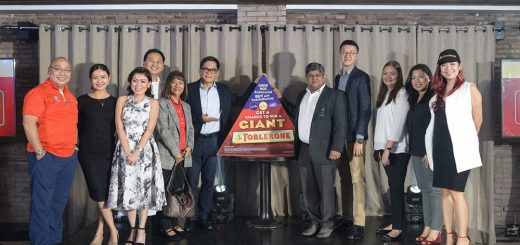 L-R 1. Jose Ang, Jr. - General Merchandise Division Head, Philippine Seven Corp. 2. Gicelle Medina - Sr. Brand Manager - Chocolates, Mondelēz Philippines 3. Rosalynn Fajardo - Group Key Account Manager - HIC, Mondelēz Philippines 4. Kristoffer Rada - CGA Country Manager, Mondelēz Philippines 5. Liwayway Fernandez - Operations Director, Philippine Seven Corp. 6. Richard Lee - Chief Operating Officer, Philippine Seven Corp. 7. Ashish Pisharodi - Country Director, Mondelēz Philippines 8. Jackie Lai - Marketing Director, Philippine Seven Corp. 9. Rosalyn Arandez - National Sales Manager - Key Accounts, Mondelēz Philippines 10. Rona Panganiban - Category Planning & Activation Head, Mondelēz Philippines 11. Arlene Amante - Sr. Brand Manager for Equity & Innovations - Chocolates, Mondelēz Philippines