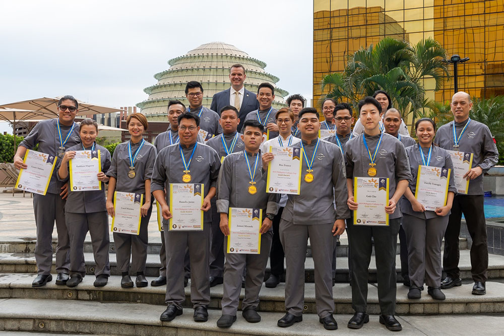 City of Dreams Manila's chefs who won 32 medals in 13 categories at the Philippine Culinary Cup with Chief Operating Officer Kevin Benning (center, top row).