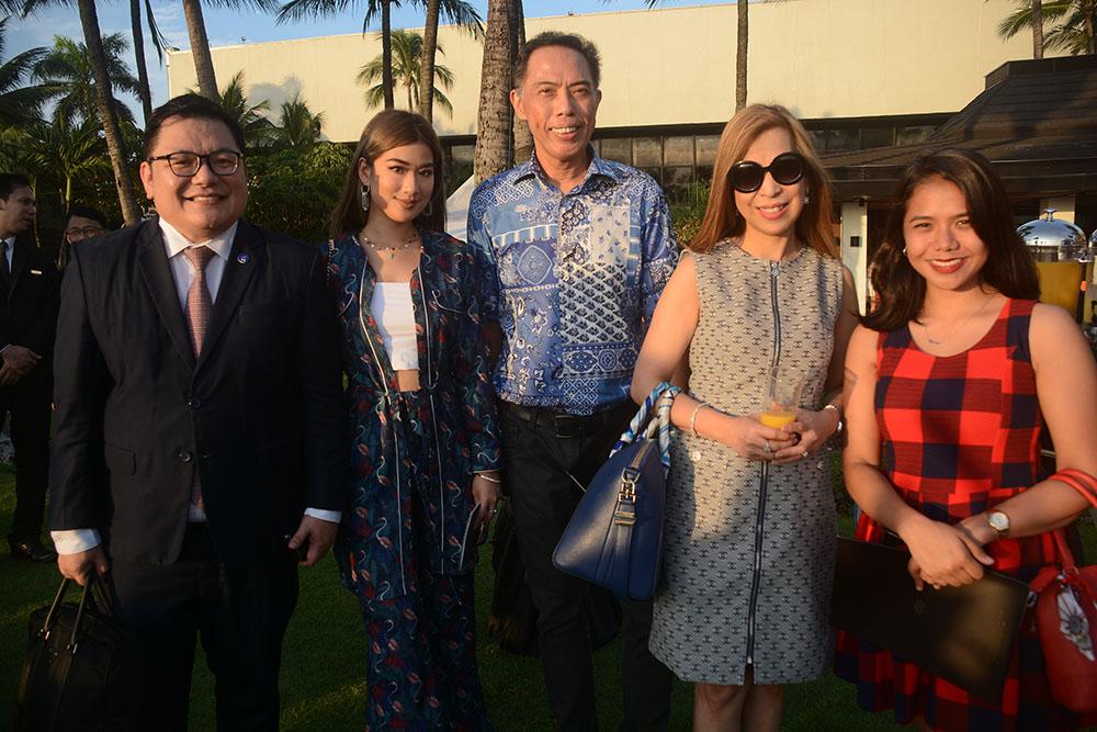 Noveotel Manila Araneta Center's Erwin Dona, host and lifestyle influencer Janeena Chan, PeopleAsia's Alex Vergara, Manila Times' Blanca Mercado and Edzel Baes