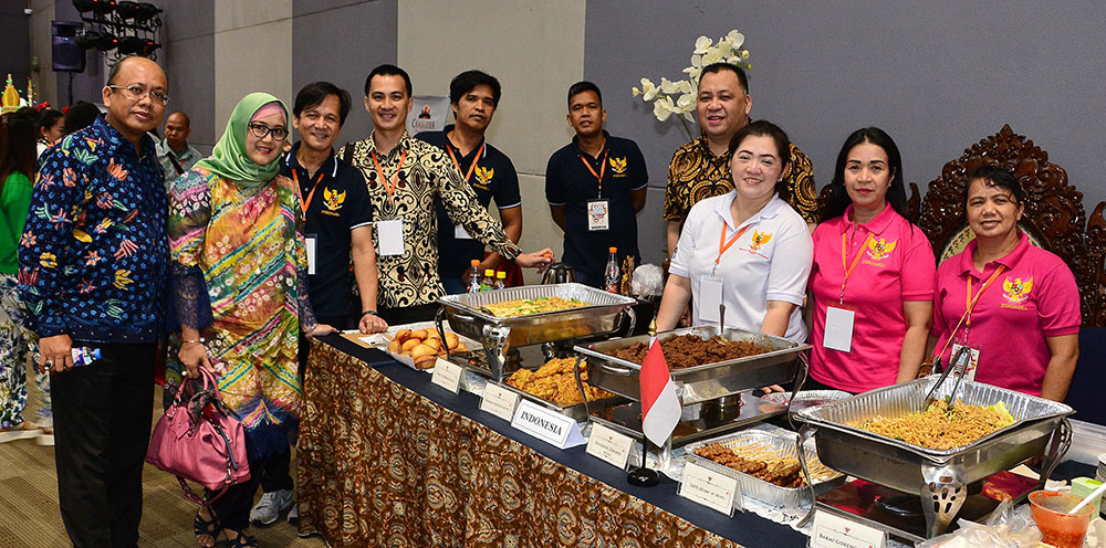Indonesian Embassy won the best booth award during the ASEAN Food Festival. Photo shows Indonesian Embassy's First Secretary Mr. Agus Buana (first from left) and Embassy staff.