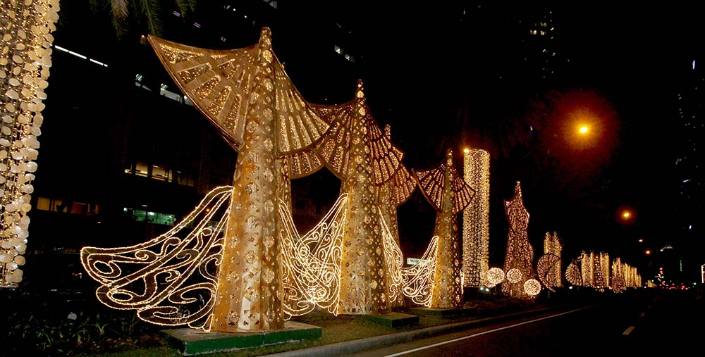 Paying homage to earlier Christmas decors in Ayala Avenue which highlighted Filipino artistry, this year's theme, designed by premier event stylist and interior designer Zenas Pineda, features bronze-colored, cone-shaped Christmas trees with intricate patterns reminiscent of the decors that lined and lit up the city's lamp posts decades ago. Local materials and products will also be promoted through details and decors that showcase abanico-shaped installations and Capiz chandeliers, as well as solihiya and adarna feather patterns, which all signify the rich heritage of Filipinos.