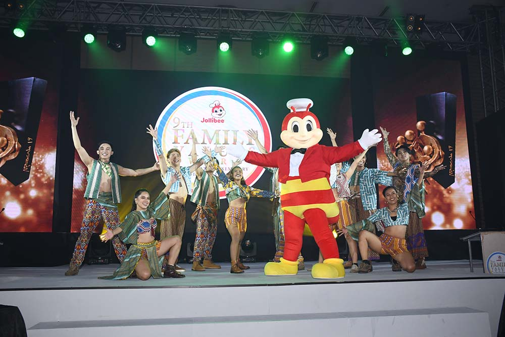 The 9th Jollibee Family Values Awards Night starts off on a high note with an opening performance from A-Team and Jollibee.