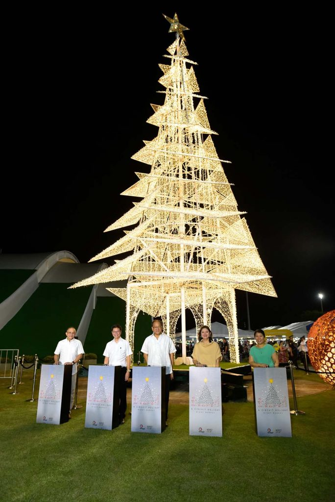 Circuit Makati's towering Christmas Tree lighting was led by Ayala Land Head of Makati Estate Manny Blas, Alveo Land Corporation President Robert Lao, PRCI Chairman Santiago Cua Jr., Ayala Land Head of Marketing for Corporate Brand and Strategic Landbank Management Cathy Bengzon, and Ayala Land Project Development Head, Strategic Landbank Management – Makati Shiella Aguilar.