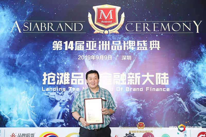 Camel Appliances Manufacturing Corp. VP for Sales and Marketing, Mr. Dennis Perales during the 14th Asiabrand ceremony.