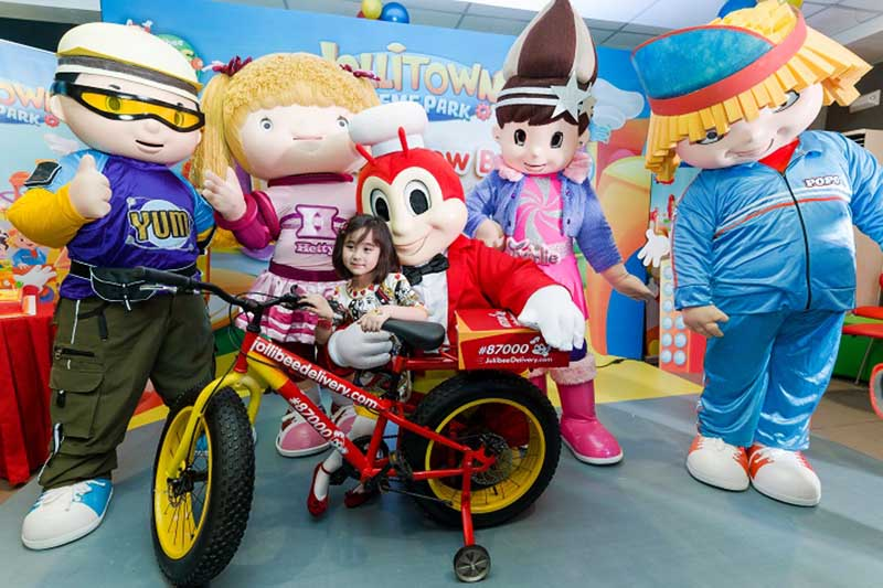 Jolly Kid Ambassador Scarlet Snow receives a replica of the Jollibee Delivery Bike from Jollibee and Friends.