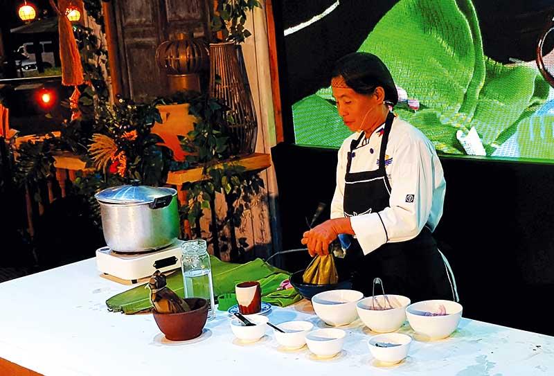 A cook preparing tinu-om of Cabatuan copy