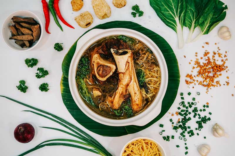 Bulalo Batchoy by Sabor Ilonggo is a combination of the usual batchoy recipe and another Filipino dish bulalo -- or popularly known in Western Visayas as cansi.